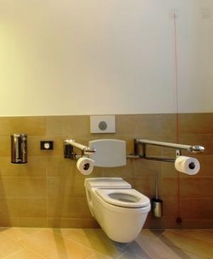 Das WC von Duravit ermöglicht eine problemlose und komfortable Benutzung.