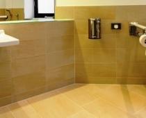 Barrierefreies WC mit Pflegeliege