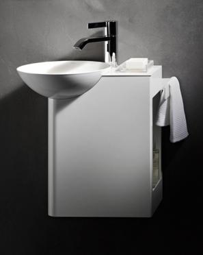 So filigran kann Stahl daherkommen: Mit Insert bietet Alape eine kompakte Waschplatzlösung speziell für kleinste Bäder. Funktional und zugleich ästhetisch.
