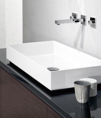 Glasierter Stahl erlaubt besonders feine und gradlinige Formen – wie hier beim Waschtisch Metaphor von Alape.
