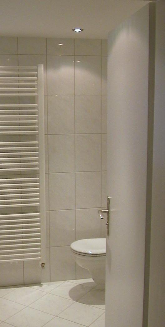 Zweites Badezimmer, etwas kleiner mit Dusche und WC