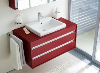 Ketho von Duravit ist ein komplettes Möbelprogramm mit 44 kompakten Elementen mit klaren rechtwinkligen Formen. Ketho ist lieferbar in Weiß, Basalt, Graphit und in einem kräftigen Granatrot.