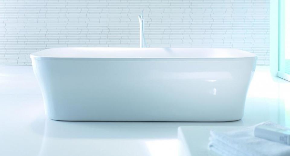 Die von Phoenix Design entworfene Duravit-Serie PuraVida setzt bei der freistehenden Badewanne auf das Thema Licht