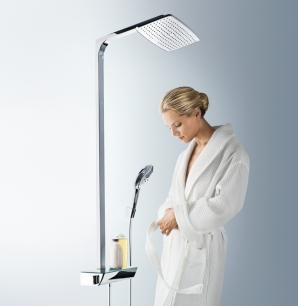 Raindance Connect ist die intelligente Kombination aus  Kopf- und Handbrause. Die Kombi-Dusche wird anstelle der alten Handbrause angeschlossen und bietet Ihnen im Handumdrehen Brauseregen von oben – ohne aufwändige(re) Unterputz-Installation.