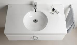 Neu aufgelegt wurde jüngst der vier Jahrzehnte alte Design-Klassiker Preciosa II von Keramag. Das Ergebnis: Die konsequente Kombination aus Rechteck und Kreis ist nun noch ausgeprägter und spricht gleichermaßen Auge wie Tastsinn an.