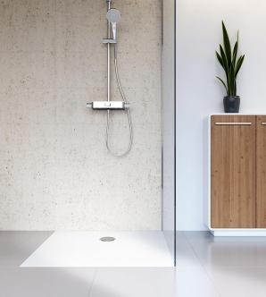 Sicherer Stand: Die Antirutsch-Oberfläche sorgt bei der bodenebenen Duschwanne von HSK für entspanntes Duschen.
