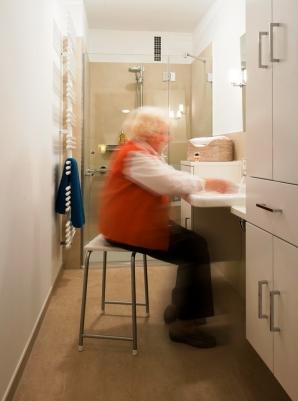 Gerne hat sich unsere Kundin bei den Aufnahmen selbst an den Waschtisch gesetzt.
