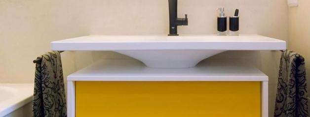Ondus - Bad in schwarz und Gelbtönen