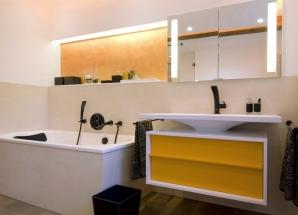Ein Bad in den Farben Münchens schwarz und gelb.